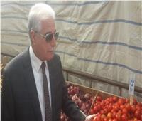 خالد فوده يفتتح منفذ لبيع الخضروات والفاكهة بأسعار مخفضة