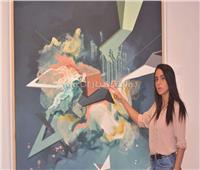 بالصور.. فنانة مصرية تجسد جمال العشوائية وبقايا الأشياء في لوحات فنية
