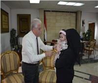 محافظ جنوب سيناء يقدم رحلتي عمرة لزوجتي شهداء الواجب