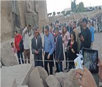 بالصور| مصطفى وزيري: إعادة تجميع آخر تمثال للملك رمسيس الثاني بمعبد الأقصر