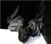 ما حكم الصلاة بالجوانتي؟.. «البحوث الإسلامية تجيب»