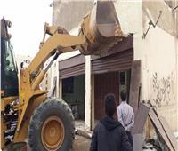 بالصور.. سحب الوحدات السكنية المخالفة للنشاط بالقاهرة الجديدة
