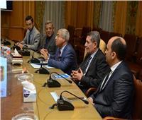 العصار ومحافظ أسوان يبحثان المشروعات الجاري تنفيذها بالمحافظة