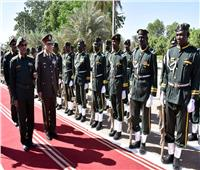 وزير الدفاع يعود إلى القاهرة بعد زيارة رسمية للسودان