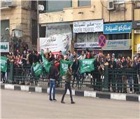«مصر والسعودية إيد واحدة».. هتافات المواطنين احتفاءً بزيارة «بن سلمان»