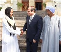 صور  الرئيس السيسي لـ«سائقة التروسيكل» بالأقصر: أنتي نموذج مُشرف لشباب مصر وقدوة للجميع