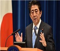 رئيس الوزراء الياباني يصل لحضور قمة العشرين في الأرجنتين