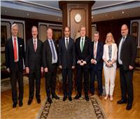 وزير الطيران يبحث مع وزير التجارة الأيرلندى سبل التعاون المشترك