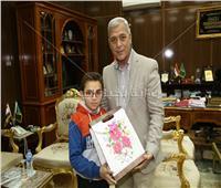 مصحف وسجادة صلاة هدية طفل لمحافظ المنوفية