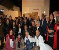 فودة يشهد عرضا للفن التشكيلي للمشاركين في «بينالي» شرم الشيخ