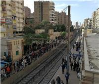 بالصور| زحام واستياء في محطة عزبة النخل بسبب تأخر قطارات الخط الأول