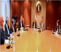 وزيرا النقل والصناعة يبحثان مع «مرسيدس» تزويد مصر بالأتوبيسات السريعة