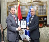 «سعفان» و«صقر» يتبادلان الدروع في افتتاح مبادرة «مصر أمانة بين أيديك»
