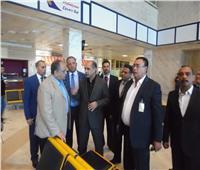 صور| وزير الطيران المدني يبحث خطة تطوير مطار «عاصمة إفريقيا للشباب»