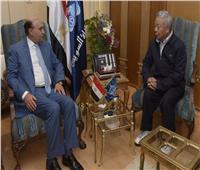 «مهاب مميش» يستقبل رئيس البنك الآسيوي للاستثمار في البنية التحتية