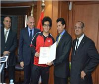 وزير الرياضة يكرم الفائزين ببطولة العالم في كرة السرعة