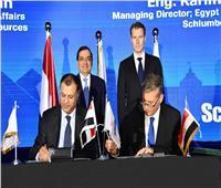 «الملا» يشهد توقيع 3 اتفاقيات بترولية مع شركة «شلمبرجير» العالمية