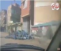 لقطة اليوم| «مستودع أنابيب» أمام بوابة مدرسة طوخ الابتدائية