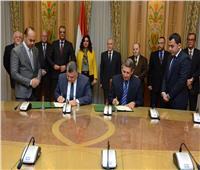 """"""" العصار"""" ومحافظ دمياط يشهدان توقيع بروتوكول لإنشاء مدينة متكاملة للأثاث"""