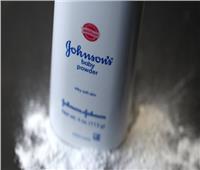 «جونسون» تعترف باستخدام مواد مسرطنة في منتجاتها