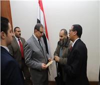 سعفان يُسلم هويات المصريين مستحقي المعاشات التقاعدية بالعراق