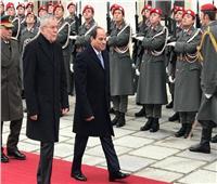 فيديو وصور| السيسي يصل مقر القصر الرئاسي بالنمسا