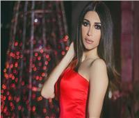 السورية سارة نخلة تتألق بـ«الأحمر» في أحدث جلسة تصوير