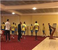 پانوفيسكي يقود تدريب الدراويش بفندق الإقامة بالكاميرون