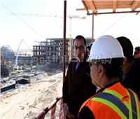 صور..رئيس الوزراء يتفقد المشروعات الجاري تنفيذها بمدينة العلمين الجديدة