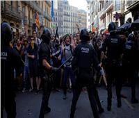 إسبانيا تشتعل.. إصابات في مواجهات بين الشرطة والانفصاليين في برشلونة