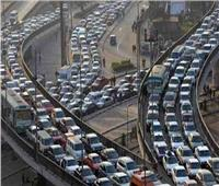 فيديو  المرور: كثافات مرتفعة على معظم المحاور والطرق الرئيسية بالقاهرة