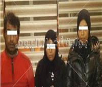 عاطل وسيدتان شكلوا عصابة لسرقة الحقائب النسائية