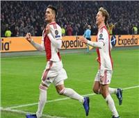 أياكس يفوز بثلاثية ويطارد آيندهوفن على صدارة الدوري الهولندي