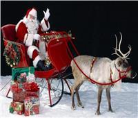 فيديو  بابا نويل يوزع الهدايا علي ركاب قطار عيد الميلاد بكولومبيا