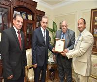 محافظ أسيوط يستقبل نائب رئيس الاتحاد الدولي لكمال الأجسام