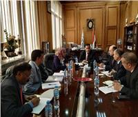 رئيس السكة الحديد يتابع الموقف التنفيذي لتطوير المزلقانات والمحطات