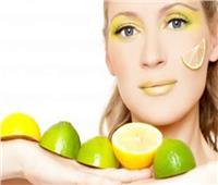 لبشرة أكثر إشراقًا.. إليكِ وصفة طبيعية لتنظيف الوجه