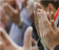 متى تكون ساعة استجابة الدعاء يوم الجمعة؟.. «البحوث الإسلامية» تجيب