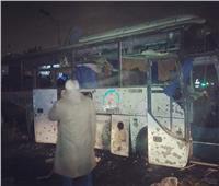فريق من النيابة يصل موقع انفجار الأتوبيس السياحي بالهرم