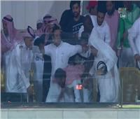 فيديو| حالة إغماء لرئيس الوحدة السعودي بعد الفوز القاتل على الأهلي