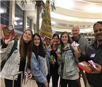 مصر للطيران توزع هدايا تذكارية وحلوى للركاب احتفالاً بأعياد الكريسماس