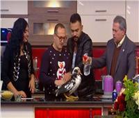 فيديو| توفيق عكاشة يبدأ عامه الجديد.. «بيحمي بطة على الهواء»