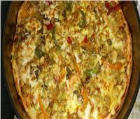 طبق اليوم ..«بيتزا بالبطاطس البوريه والتونة»