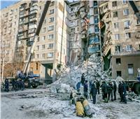 بالصور| تواصل عمليات الإنقاذ بمبنى موسكو المنهار.. وارتفاع القتلى لـ38