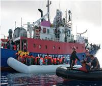 رئيس بلدية نابولي يعلن استعداده لتحدي وزير الداخلية والسماح بدخول مهاجرين