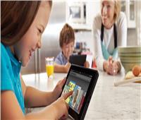 هل تضر الأجهزة الإلكترونية بصحة الأطفال؟ .. دراسة بريطانية تجيب