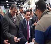 وزير القوى العاملة يتفقد الأماكن المخصصة للشركات بملتقى توظيف الجيزة