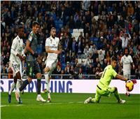 فيديو| «شوط أول مثير».. ريال مدريد يهدر وسوسيداد يتقدم بهدف