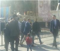 محافظ القاهرة والكابتن طاهر أبو زيد يصلان إلى الكاتدرائية للتهنئة بعيد الميلاد