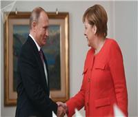 بوتين يبحث مع ميركل تشكيل لجنة دستور سوريا